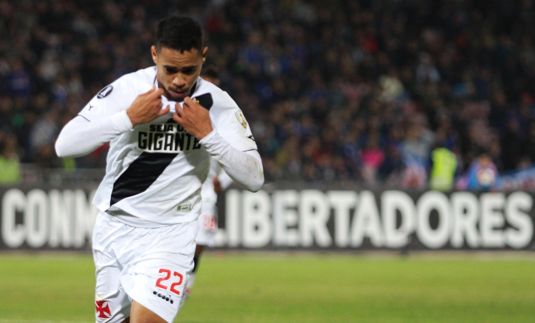 Camisa 22 logo após marcar seu quarto gol na Libertadores 7212d372a960e