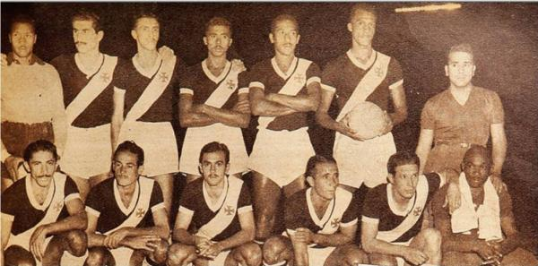 Vasco no Sul-Americano de 1948: Barbosa, Rafagnelli, Danilo, Jorge, Wilson, Ely; (agachados) Djalma, Maneca, Friaça, Lelé e Chico