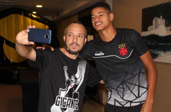 Marrony faz a alegria do sócio-torcedor em São Paulo
