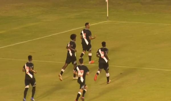 Vascaínos comemoram gol da vitória