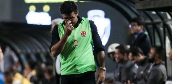 Técnico Alberto Valentim comanda o Vasco diante do Ceará