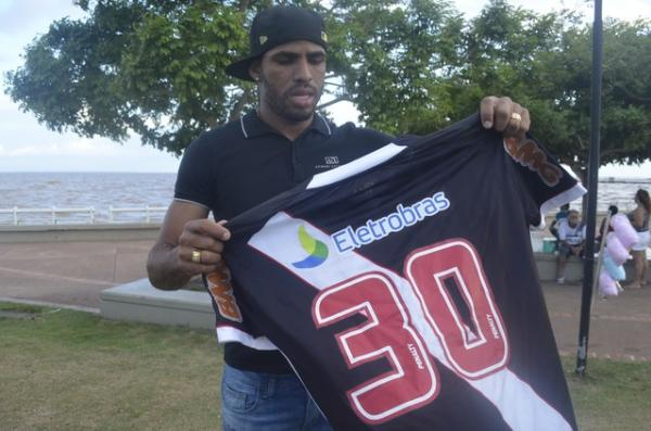 No Vasco, Patric usou a camisa 30