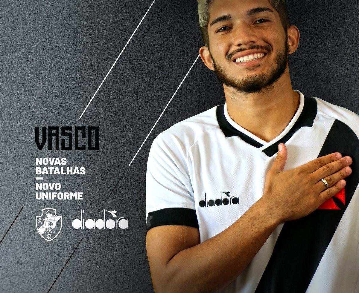 4ef96e3f73f0c Vasco publica mais uma foto da nova camisa  veja