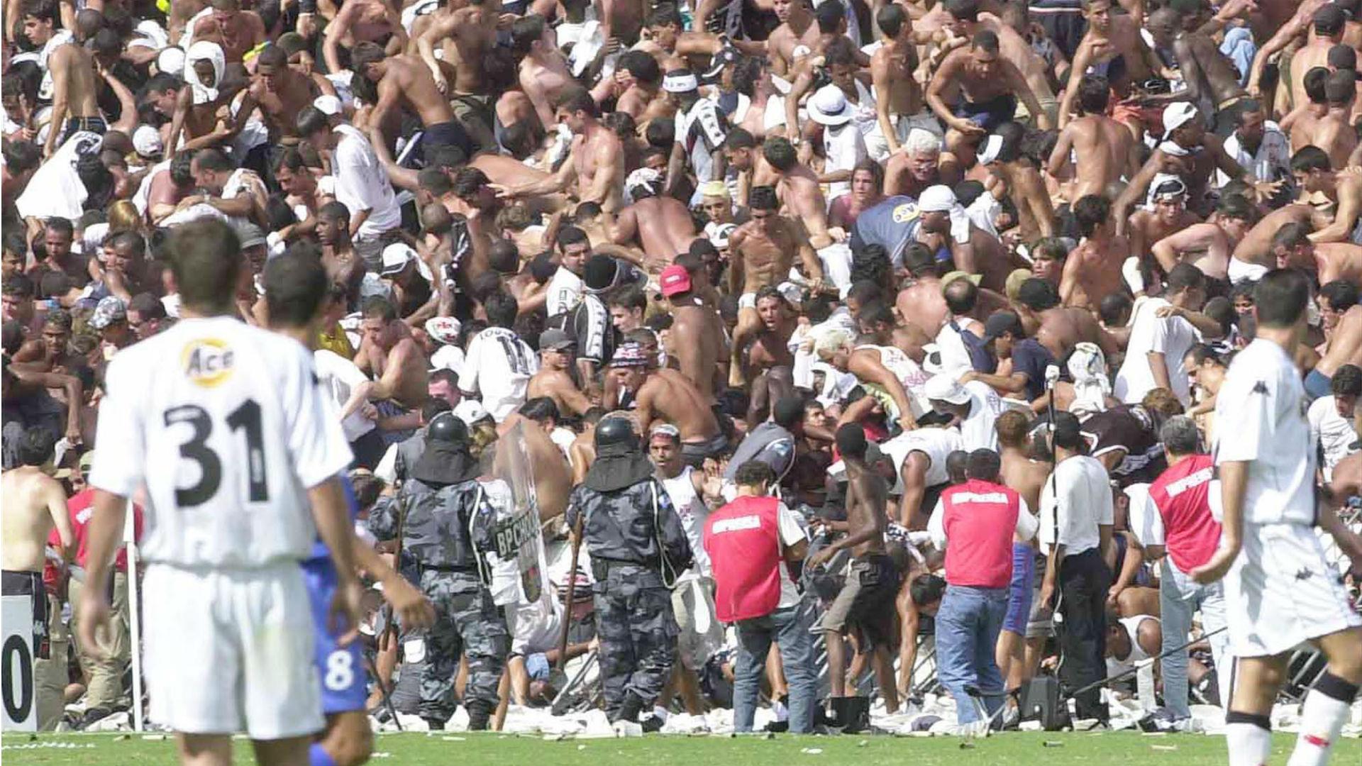 Alambrado de São Januário caindo durante a final