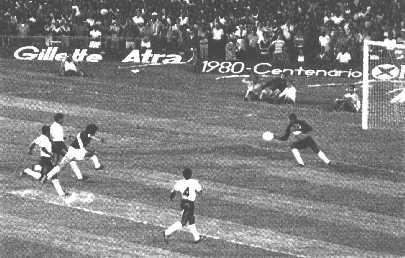 Dinamite faz o 3º de seus 5 gols contra o Corinthians