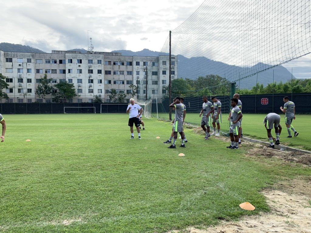 Jairinho participa normalmente do treino físico no CT do ...