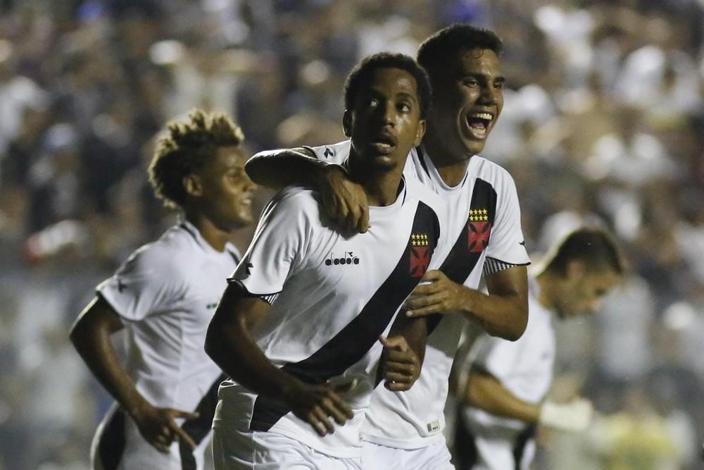 Miranda comemora o gol do Vasco na semifinal da Copinha
