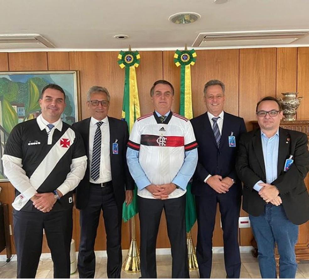 Flávio Bolsonaro, Alexandre Campello, Jair Bolsonaro, Rodolfo Landim e o diretor de marketing do Flamengo, Alexsander Santos