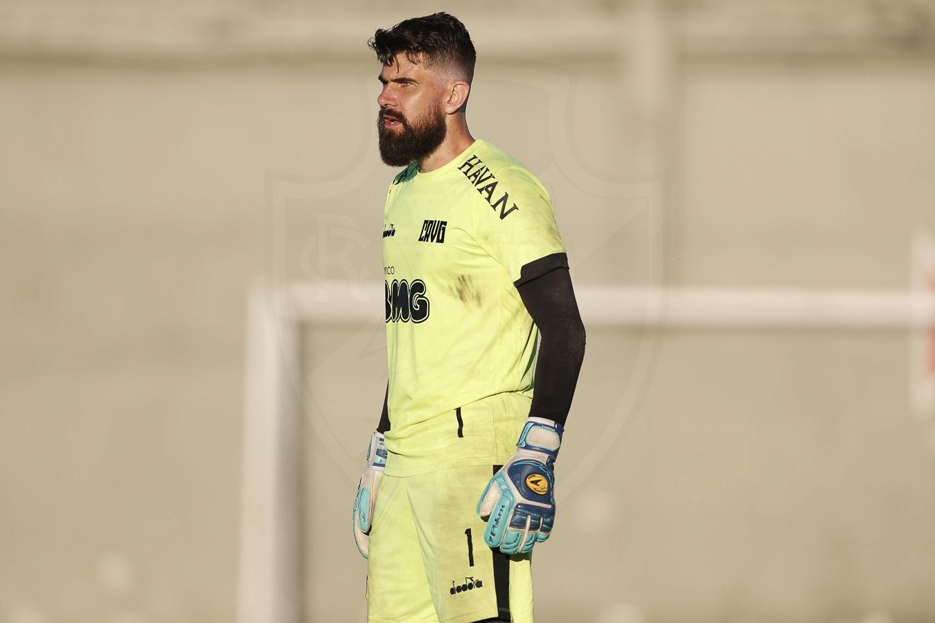 Fernando Miguel durante o treinamento desta quinta-feira em São Januário