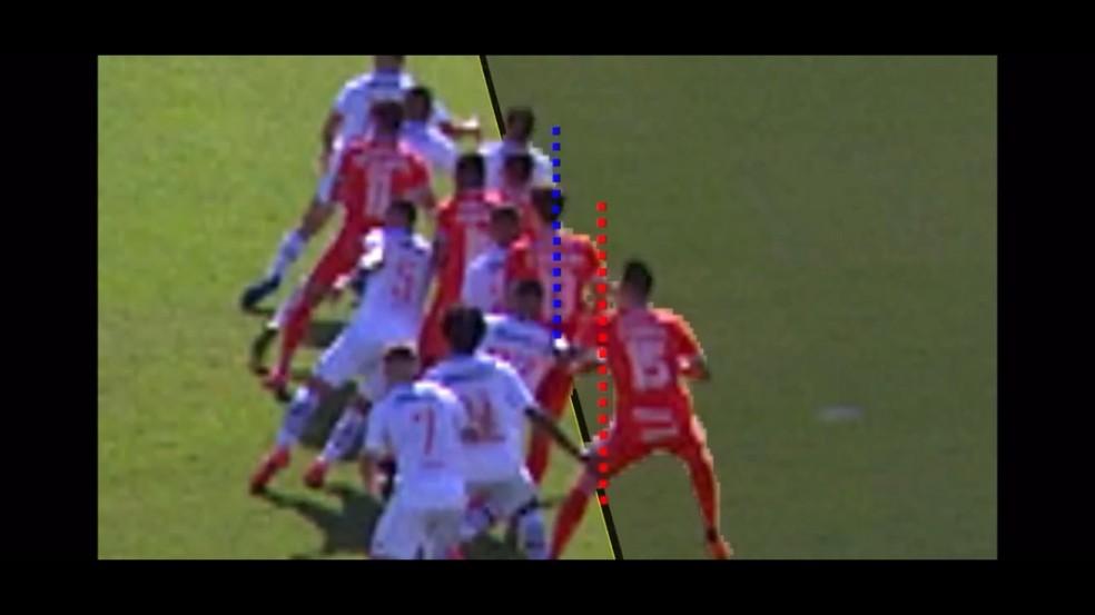 Confira momento em que Rodrigo Dourado, do Inter, tem a linha vermelha à frente em relação a Ricardo Graça, do Vasco