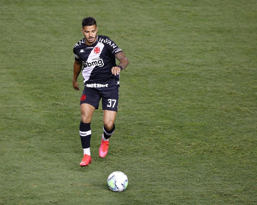 Henrique, do Vasco, em ação contra o Santos, na Vila Belmiro