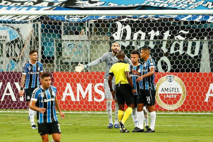 Goleiro Vanderlei na última atuação pelo Tricolor, a vitória por 6 a 1 sobre o Ayacucho, no dia 10 de março