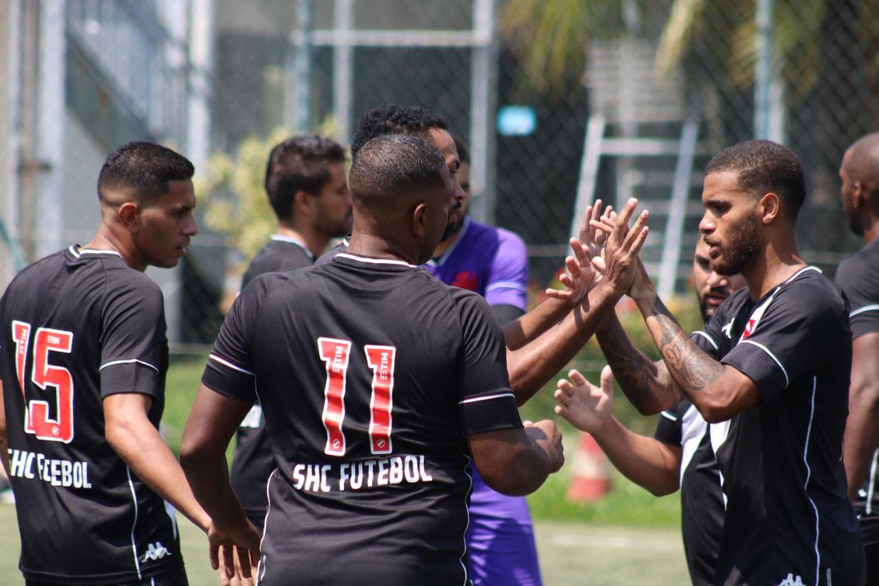 Jogadores comemoram a classificação após vitória sobre o Paduano