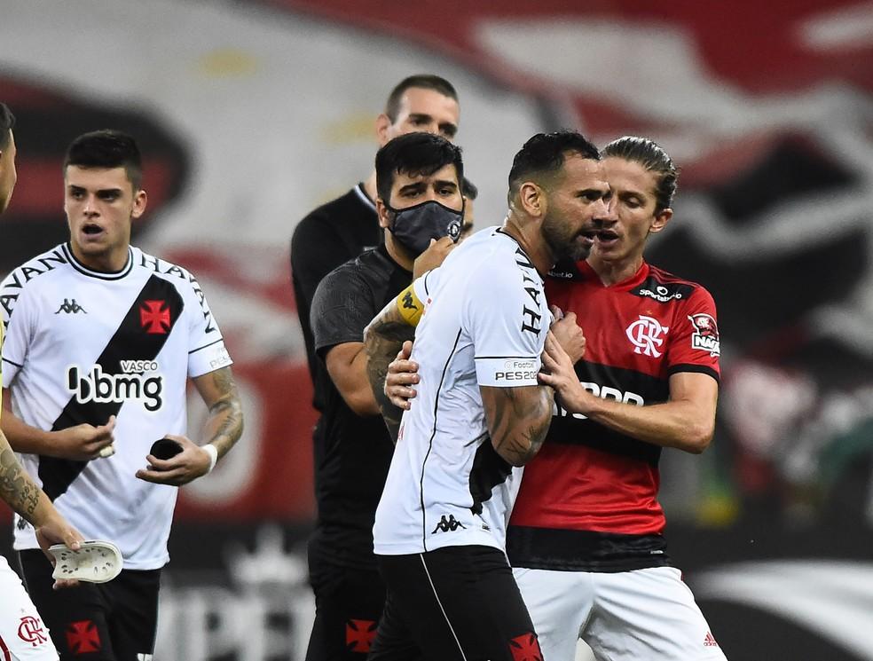 Leandro Castan topou reduzir o salário para ficar