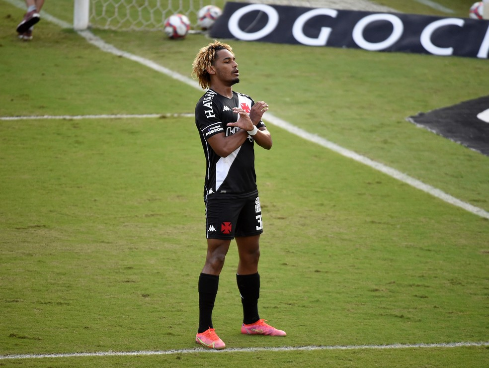 MT comemora o gol em Vasco x Confiança: homenagem aos pais