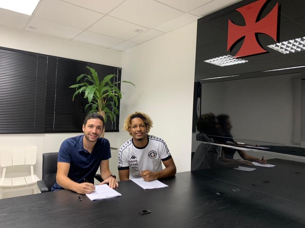 MT, ao lado de Alexandre Pássaro, assinou contrato até dezembro de 2024 com o Vasco