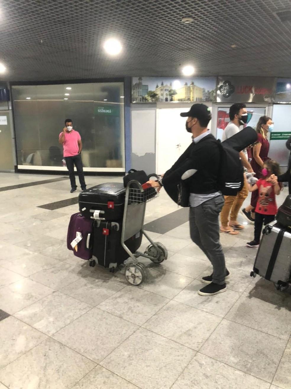 Hernanes chega ao Recife