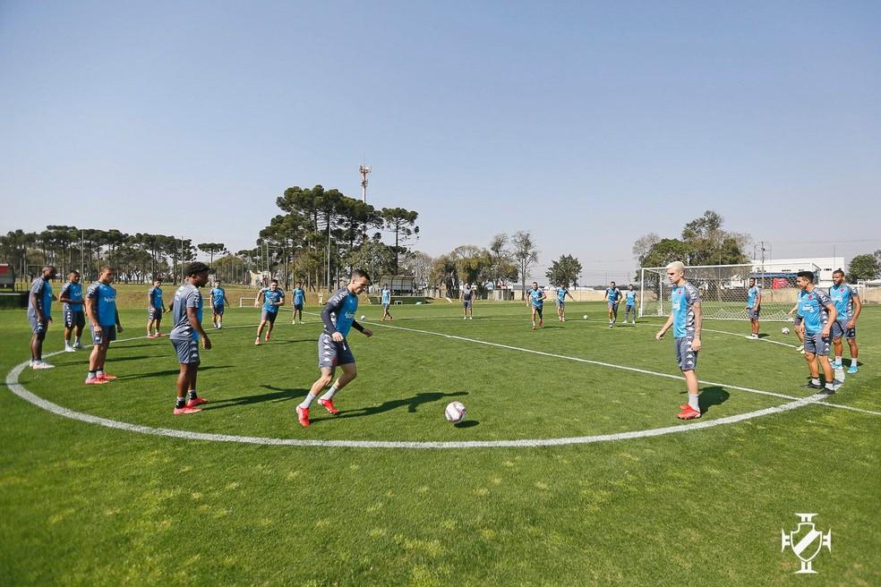 Jogadores do Vasco treinam em Curitiba