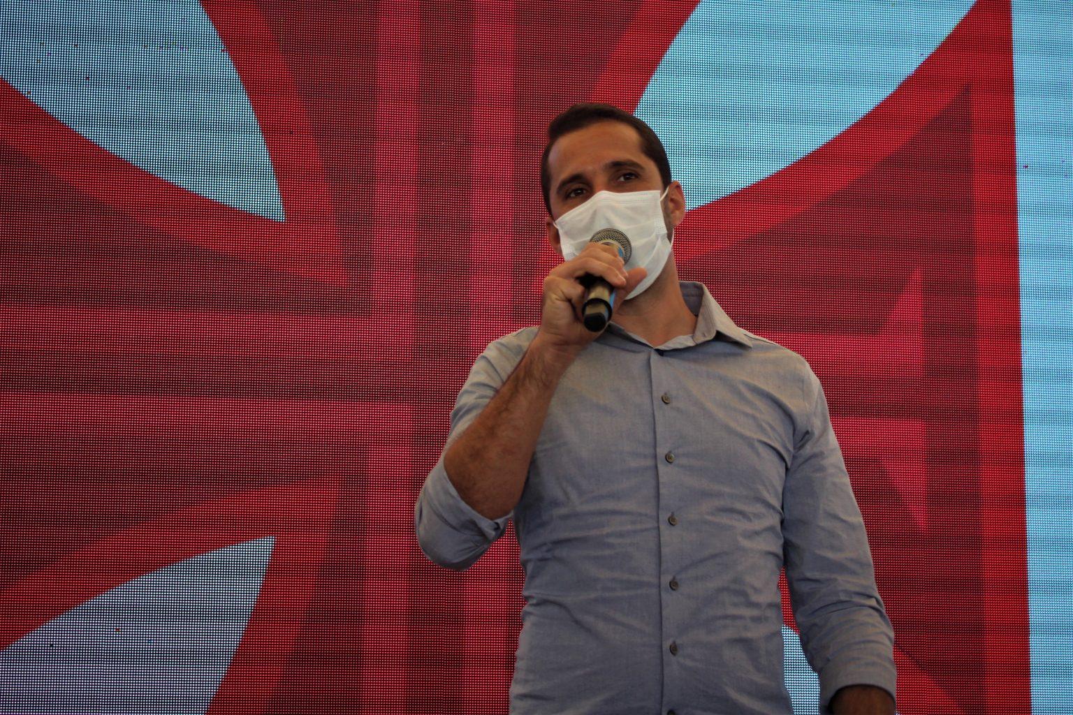 Rodrigo Dias discursa durante o evento em Caxias