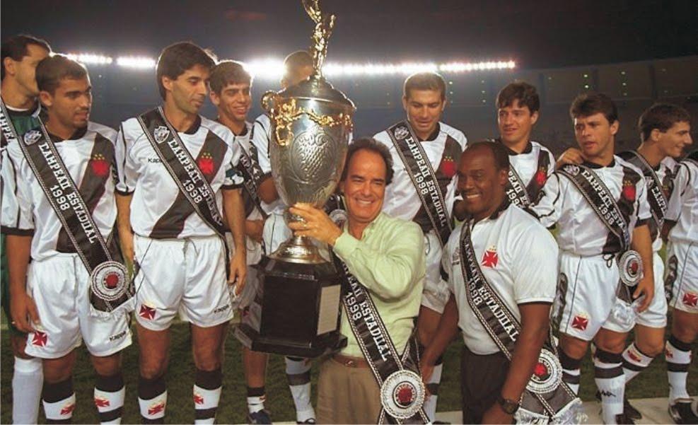 Bebeto de Oliveira ao lado de Antonio Lopes na comemoração do Estadual de 1998