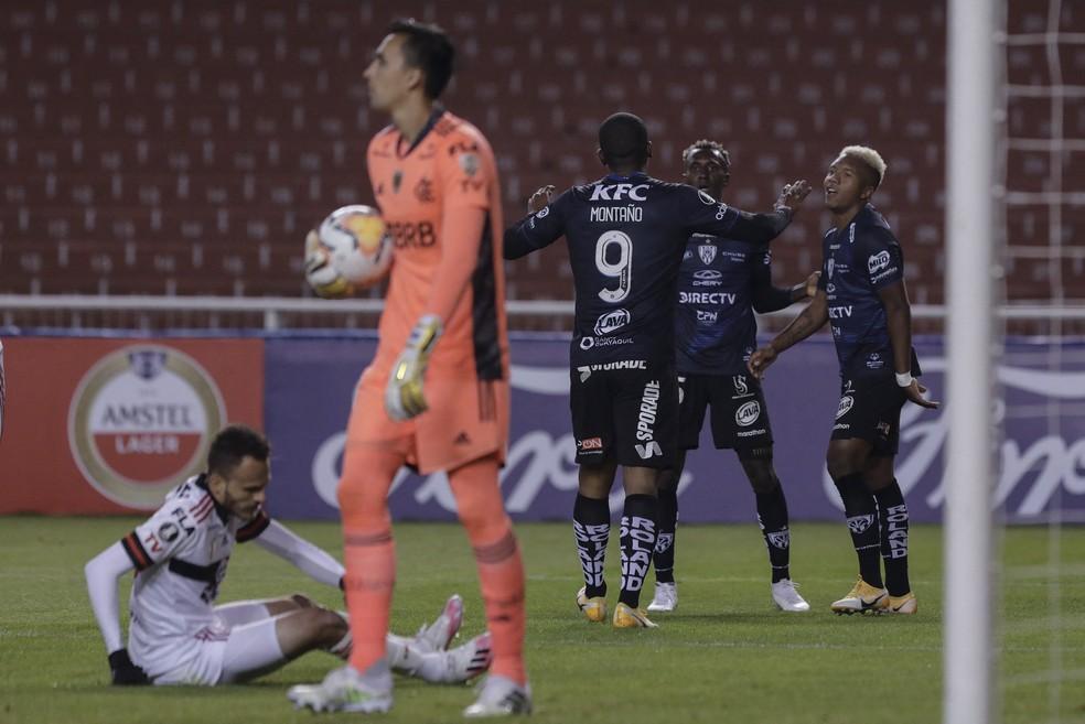 Sánchez (à direita, de cabelo loiro) comemora gol contra o Flamengo no ano passado, pelo Independiente del Valle