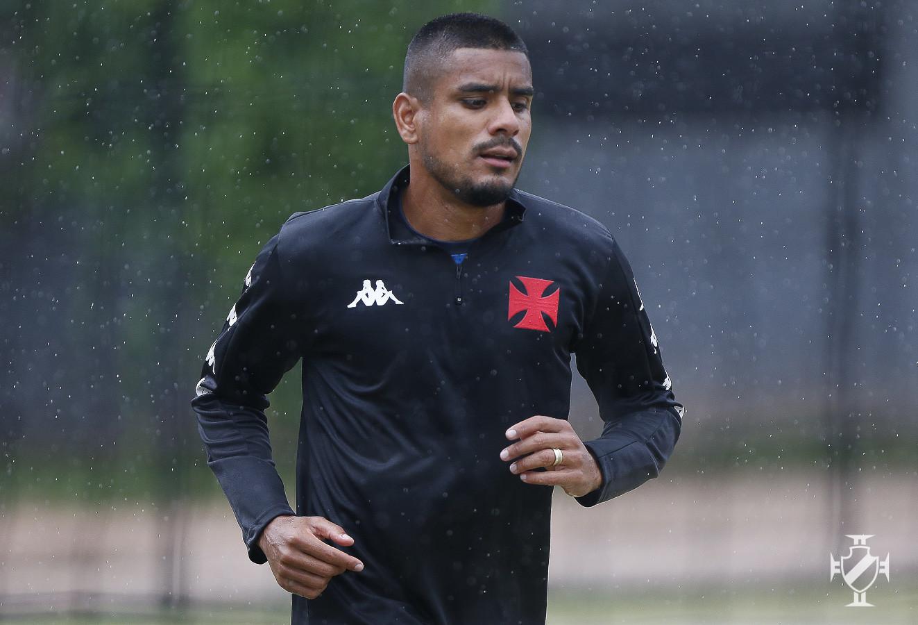 Léo Matos durante treinamento no CT Moacyr Barbosa