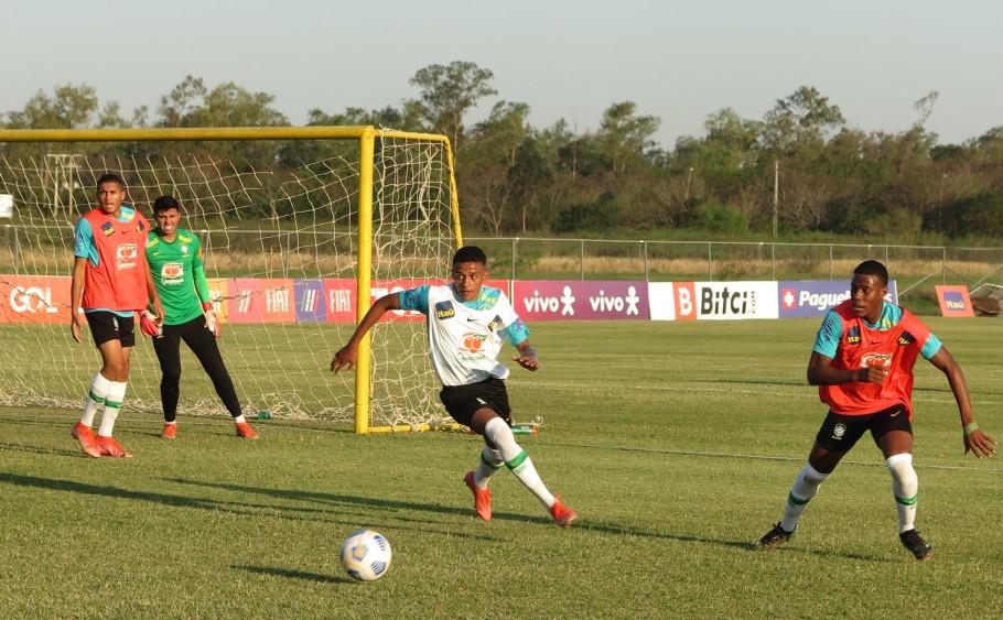 Seleção Sub-17 faz primeiro treino no Paraguai para a disputa de dois jogos preparatórios contra os donos da casa